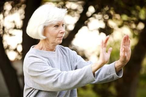 pratiquer yoga seniors
